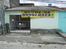Casa com 02 Quartos e garagem Coberta