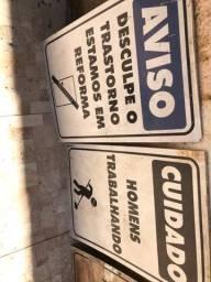 Placas acrílica de advertência obra