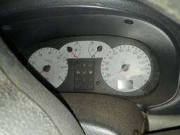 Vende - se Clio 2005 - Precisa fazer o motor
