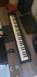 Teclado Controlador MIDI USB MicroKEY-61 KORG com entrada para pedal