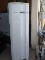 Freezer vertical Electrolux funcionando perfeitamente 260 litros