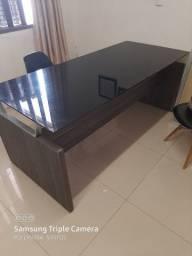 Vendo mesa de escritório semi nova valor 400 reais