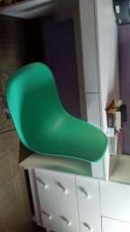 Vendo mesa e cadeira