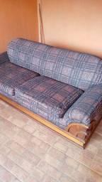 Sofá conservado. Alguns detalhes