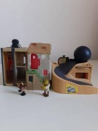 Casa do Shurek com 2 bonecos