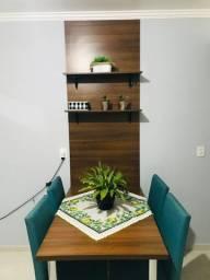 Mesa com painel em MDF