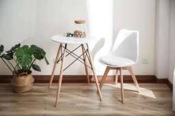 Cadeira Estofada Eames Leda - Pé de Madeira