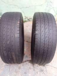 Dois pneus Michelin semi novos
