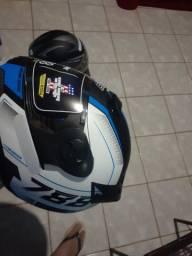 Vendo capacete novos na caixa e barato e bonito