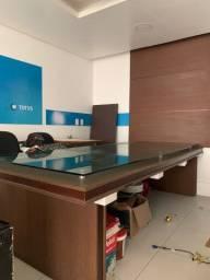 Mesa de reunião vidro e painel