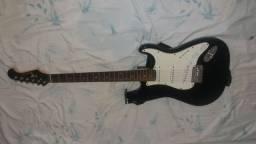 Guitarra com capa eagle