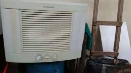 Vendo esse ar-condicionado gelando super bem  10mil btu 220v
