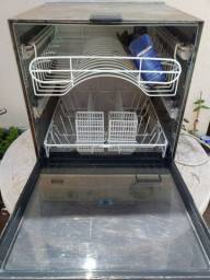 Máquina lava-louça
