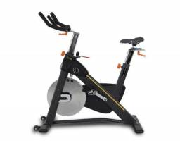Bike vertical residencial / semi profissional spinning Movement Tour S