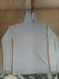 2 blusas de la cacharrel e uma de botão.