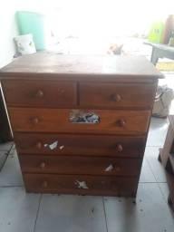 Cômoda de madeira de lei $300,00