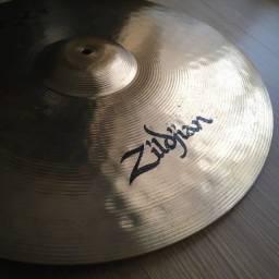 "Prato Zildjian ZXT Medium Ride 20"" + splash brinde"