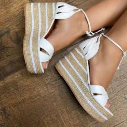 Lindas sandálias em couro. Vários modelos e numeraçoes.