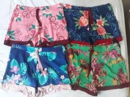 Shorts estampados com barra lisa