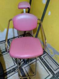 Cadeira e lavatório