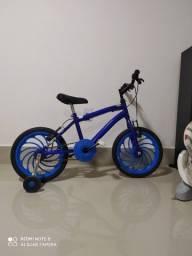 Bicicleta infantil - 250,00 reais
