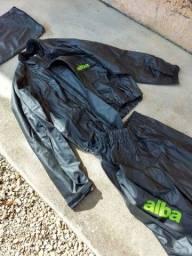 Vendo roupa de chuva Alba seminova tamanho M