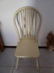 Cadeiras de madeira trabalhada