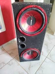 Fogão industrial e caixa de som