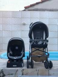 Carrinho de Bebê Peg Perégo com Bebê Conforto