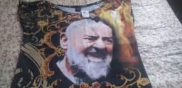 Vende se vestido longo com a imagem do padre Piu