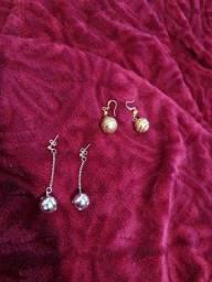 2 brincos bijoux- 1 prata e 1 dourado
