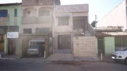 Casa com pavto superior no bairro Santo Antonio