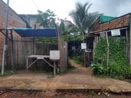 Uma casa? com duas frentes e um quintal