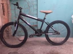 Bicicleta preta aro 24 jante aérea
