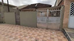 Linda casa de 2 quartos no Pq. São Vicente