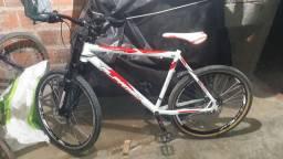 Estou vendendo por 800 muito doa a bicicleta