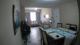 Apartamento três quartos, com suíte no Flamengo