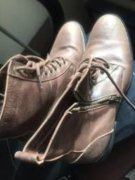 Duas botas novas tam 42 marrom
