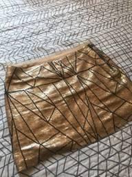 Saia dourada geométrica