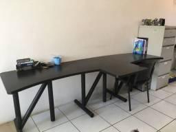 Mesa de escritório super conservada