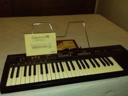 """Teclado Eletrônico """"CassioTone"""" CT310"""