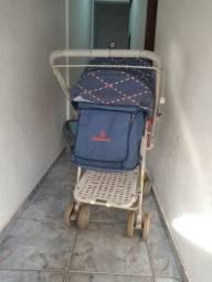 vendo um carrinho de neném é uma cadeira pra andar de carro