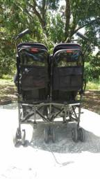 Kit com carrinho e caderinha para gêmeos. Dá marca MACLAREM e MATRIX EVOLUTION