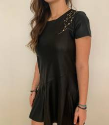 Vestido preto de couro Zara