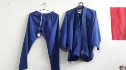 Kimono azul e branco 11 anos semi novos