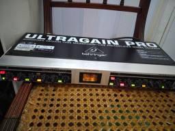 Pré amplificador Behringer ultragain pro mic 2200