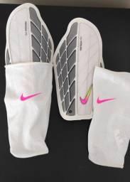 Caneleira Nike Profissional
