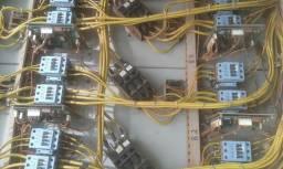 Eletricista ea disposição