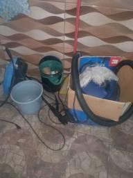 Lava jato e aspirador de pó e água