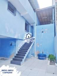 Casa Solta em Itapuã, Espaçosa, com Terraço, Garagem, 4 Quartos (1 Suíte)-HC040